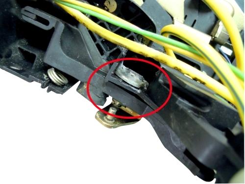 Mercedes benz w220 door lock latch actuator seesaw screw for Mercedes benz door lock problem
